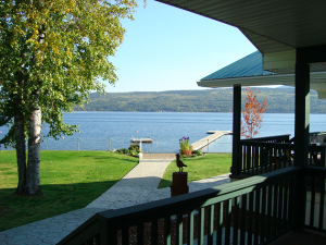 shuswap cabin rental reviews - view of lake